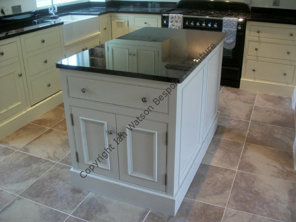 Freestanding Kitchen Islands